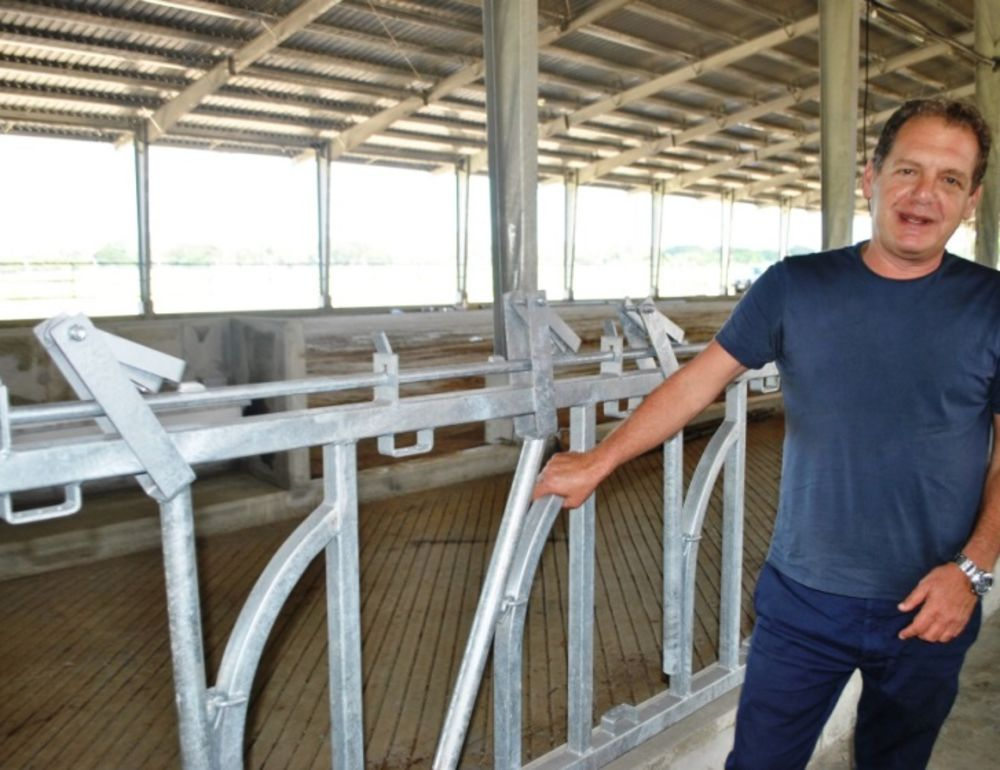 Deputy PM visits new dairy farm