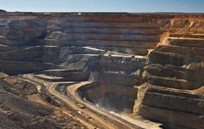 Miners lower despite positive market mood