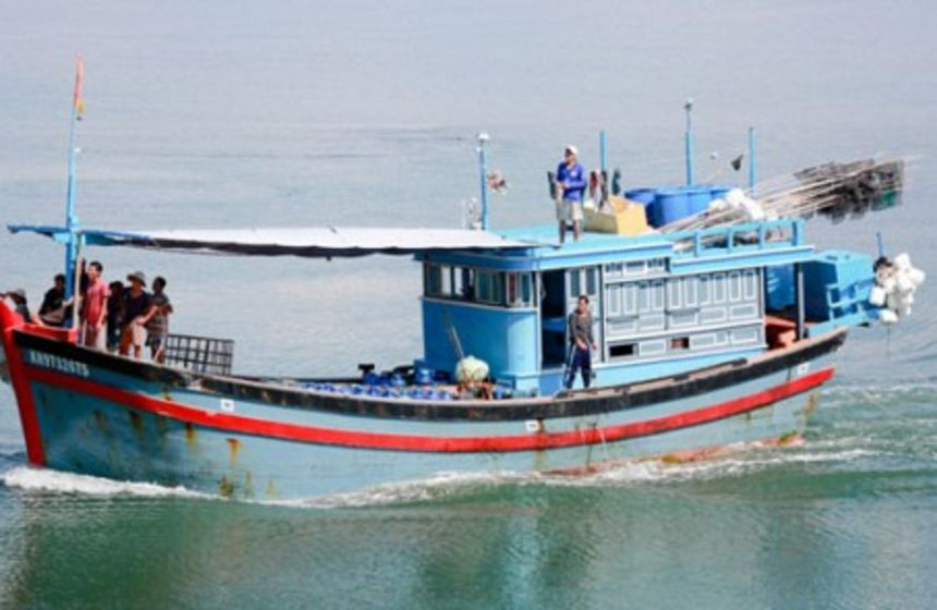Vietnamese boat caught at Lihou Reef